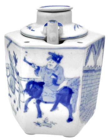 Chinese teapot in blue and white porcelain, seventeenth cent