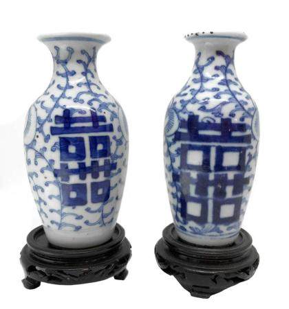 Pair of porcelain vases, China (Manchuria), XVII century. Wa