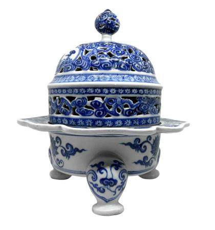 Tripod Censer in blue and white porcelain, China XIX-XX cent