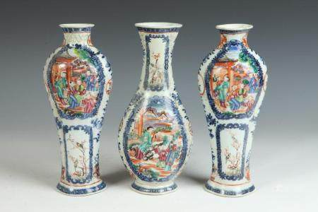 CHINESE THREE-PIECE BLUE AND WHITE AND POLYCHROMED PORCELAIN