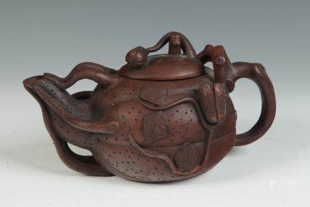 TWO CHINESE BROWN POTTERY YIXING TEAPOTS.
