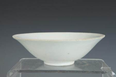 CHINESE SUNG DYNASTY WHITE PORCELAIN FLARING BOWL. 12th cent