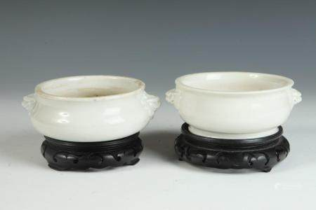 TWO CLOSELY SIMILAR CHINESE TE-HUA BLANC DE CHINE PORCELAIN