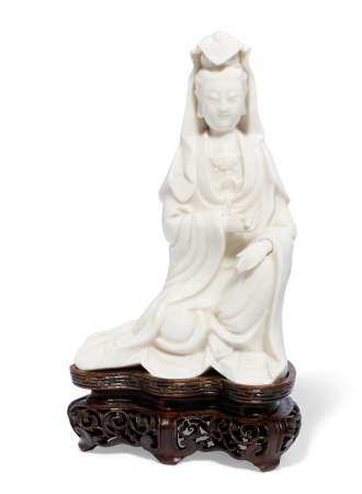 A CHINESE DEHUA FIGURE OF GUANYIN