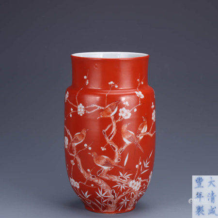 A Chinese coral Flower&Bird Pattern Porcelain Vase
