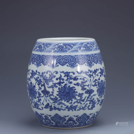 A Chinese Blue and White Floral Porcelain Jar
