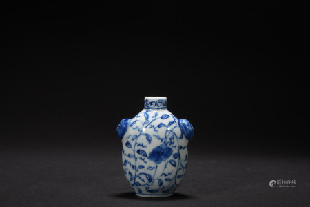 Qing dynasty blue and white snuff bottle with flowers pattern