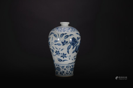 Ming dynasty blue and white pulm vase with flowers pattern