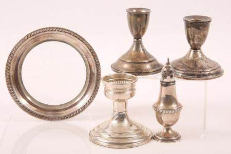 20TH CENTURY STERLING SILVER WEIGHTED ITEMS - 826 GRAMS