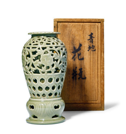 龙泉镂空花瓶