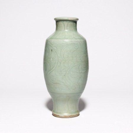 Plum vase of Longquan kiln in Ming Dynasty