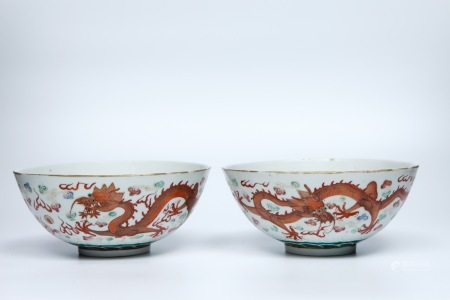 A pair of painted bowls decorated with two dragons and pearls