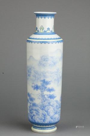 CHINESE BLUE WHITE PORCELAIN VASE
