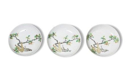 A Set of Three 'Bamboo Shoots' Plates, 19th Century19世纪 花果纹图盘 一组三件