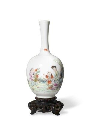 A 'Figures' Bottle Vase, Shendetang Mark, Republic Mark民国 人物故事长颈瓶 慎德堂款