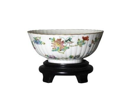 A 'Floral' 'Grasshopper' Bowl, Qing Dynasty 清 粉彩花卉纹菊瓣碗
