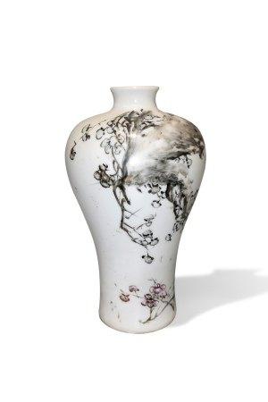 A Qianjiangcai Jiang Xiwu 'Plum' Vase, Meiping, Guangxu Period, Qing Dynasty清光绪 浅绛彩江梄梧梅花梅瓶