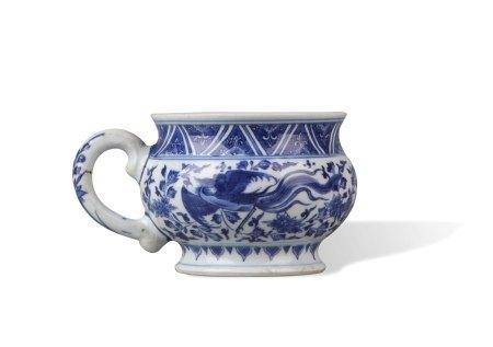 A Blue and White 'Phoenix' Mug, Kangxi Period, Qing Dynasty清康熙 青花凤纹杯