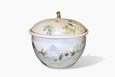 A Qianjiangcai 'Landscape' Pot, Guangxu Period, Qing Dynasty清光绪 清绛彩花鸟山水温锅
