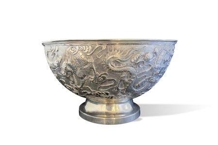A Good Chinese Export Silver Dragon Bowl, c. 1900, Marked CS约1900年 中国出口银制双龙戏珠纹碗 CS标记