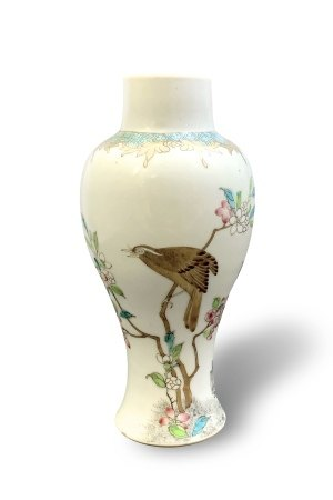 A Finely Painted Famille-Rose Baluster Vase, Yongzheng Period, Qing Dynasty清雍正 粉彩花鸟纹观音尊
