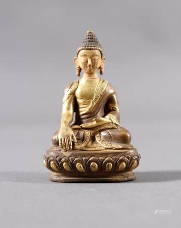 Bronzebuddha, Tibet um 1900Partiell feuervergoldet. Kopf mit Resten von ursprünglicher Kaltbemalung.