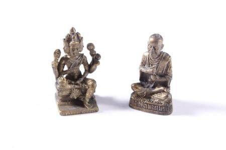 2 Miniatur-Buddhas aus Bronze, Tibet 20. JahrhundertHöhe ca. 2,5 cm.