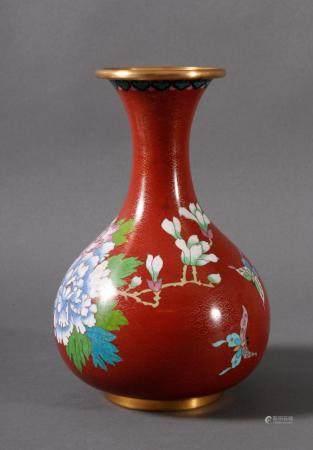 Cloisonnévase, China 20er/30er JahreBauchige Vase mit rotem Grund. Dekor vom Blumenkorb mit großen
