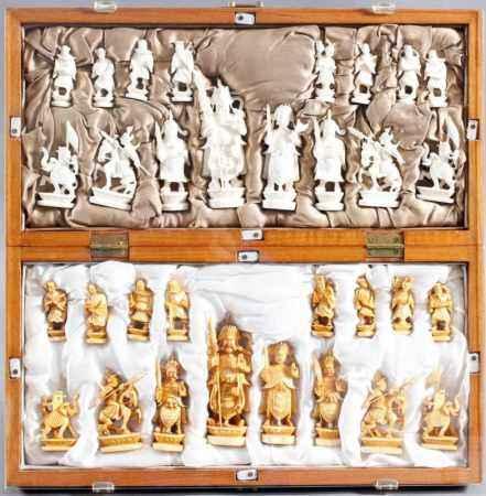 Elfenbein Schachspiel, Asien um 1930Komplettes Schachspiel mit Unterbringungsmöglichkeit der Figuren