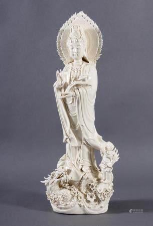 Guanjin - Göttin der BarmherzigkeitBlanc de chine um 1920/30. Porzellan, cremefarbiger Scherben,