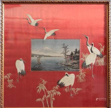 Japanisches Stickbild um 1900Seelandschaft mit Booten und Blick auf den Fuji, umringt von Kranichen,