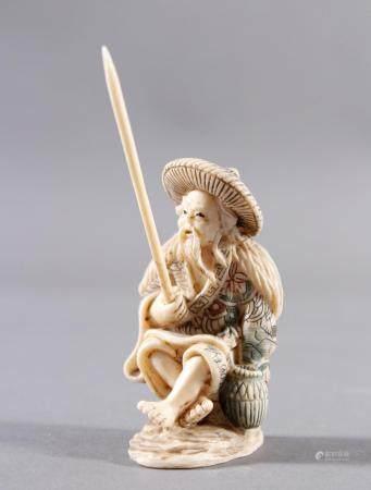 Elfenbein Okimono, Angler, Japan, Meiji-PeriodePolychromes Ritzdekor. Angel eingesteckt.