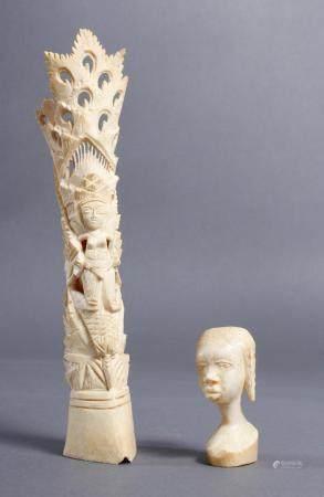 Elfenbein Kopf und Beinschnitzerei, Afrika / Asien um 1930Schöne Alterspatina. Höhe ca. 6 cm und