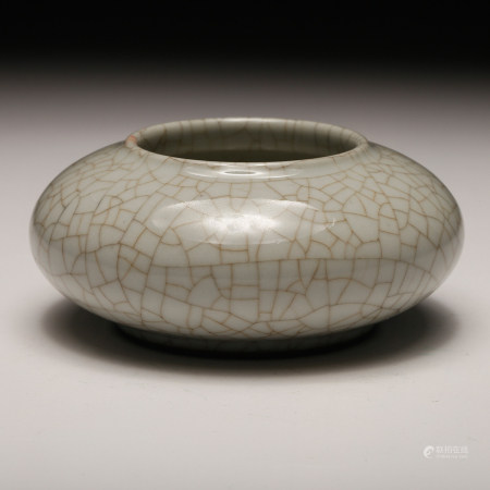 CHINESE CRACKLE GLAZED PORCELAIN WATER COUPE