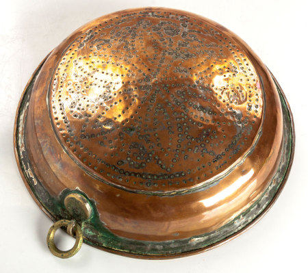 A COPPER COLANDER, EARLY 19TH CENTURY