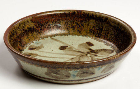 ESIAS BOSCH (SOUTH AFRICAN 1923 - 2010): A STONEWARE DISH