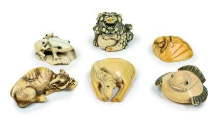 Japon, fin époque Edo - époque MeijiLot de sixnetsuke en ivoire sculpté représentant:une chim