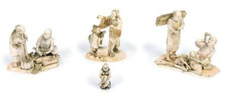 Japon, époque Meiji (1868-1912)Lot se composant de trois okimono en ivoire sculpté représentant