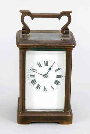 Reisewecker, Frankreich um 1900, patiniertes Messinggehäuse allseitig facettiert verglast,Uhrwerk