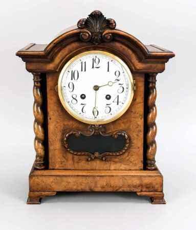 Tischuhr um 1890, E. Howard Watch and Clock Co. Boston USA, Nussbaumwurzelholz mitgewendelten