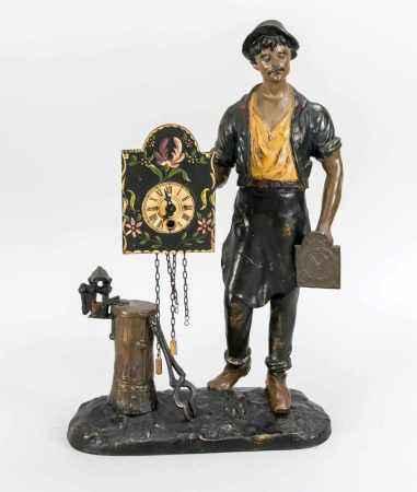 Uhrenträger Schwarzwald, 20.Jh., mit gehfähiger Pendeluhr in der Hand, polychrom bemalterKorpus