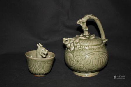 A Longquan Celadon Ewer Set