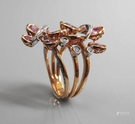 Bague formée de deux papillons sur trois liens en or rose, 750 MM, orné chacun de quatre beaux