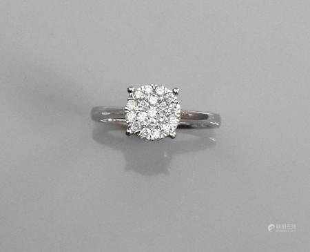 Bague ronde en or gris, 750 MM, recouverte de diamants, taille : 54, poids : 3,3gr. brut.