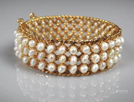 Bracelet rigide ouvrant en or jaune, 750 MM, recouvert de trois lignes de perles de culture ron