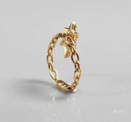 MESSIKA, Bague formée de fins maillons ajourés en or jaune, 750 MM, centrée d'une étoile diaman