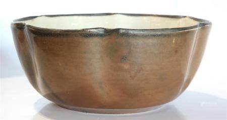 Chinese Ding-type bowl, the deep well bowl with six petal lo