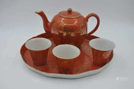 A set of teapots and cups