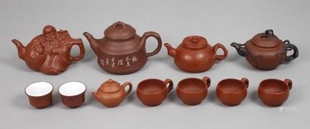 Konvolut China20. Jh., Feinsteinzeug, teils gemarkt, teils hell glasiert, bestehend aus fünf