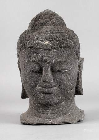 Buddhahaupt20. Jh., dunkles Lavagestein, H 35 cm.